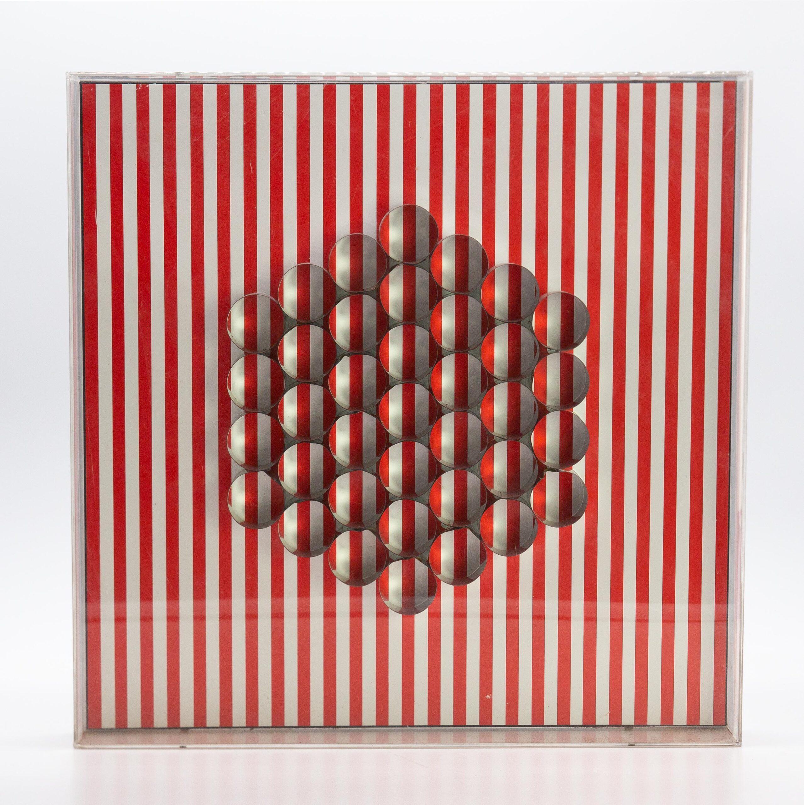 Relief 10 (1970), Assemblage, panneau sérigraphié, cylindres en aluminium en relief. Ed. Denise René Paris.